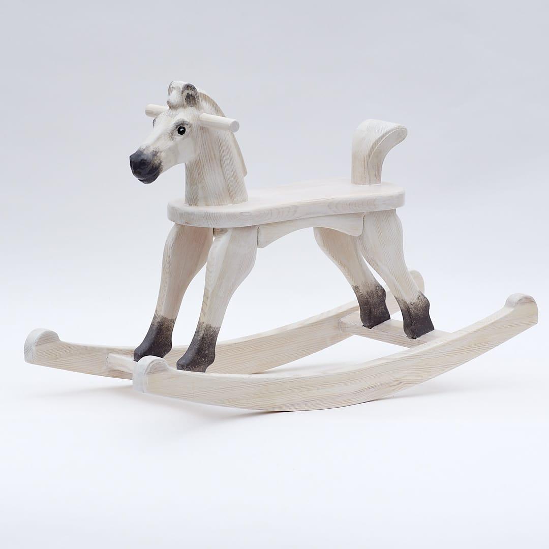 Koník Čenda 28 malovaný nezívadnými barvami jako bělouš