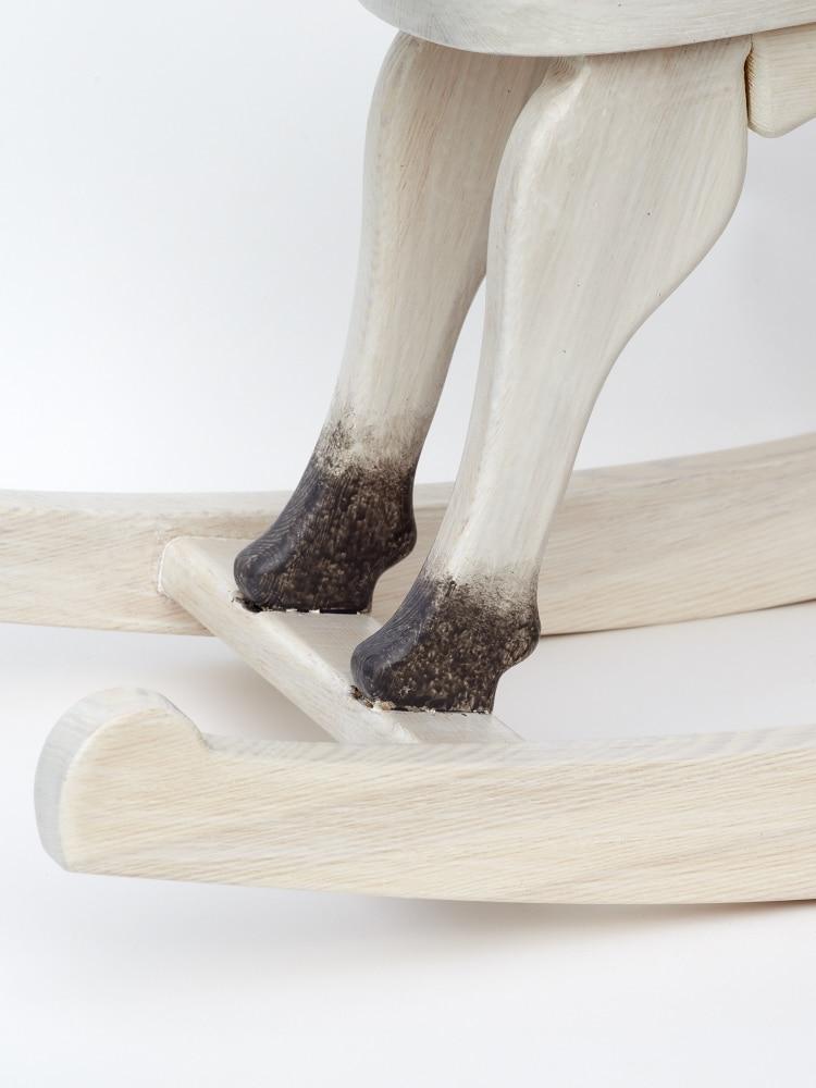 Pevně začepovaná kopýtka koníka Čenda 28 bělouše