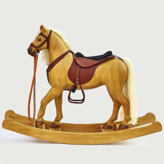 Jedinečný velký houpací kůň v příjemných světlých barvách