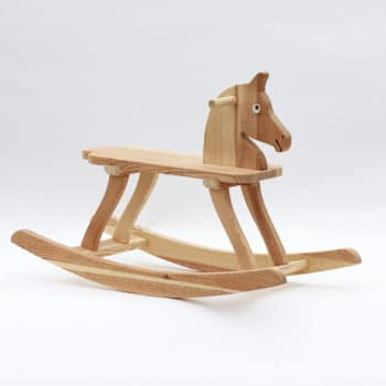 Houpací koník vyrobený z borového dřeva s výškou sedátka 25 cm